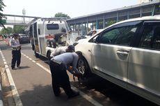 Sanksi Cabut Pentil Tak Lagi Mempan, Dishub Derek Kendaraan yang Parkir Sembarangan
