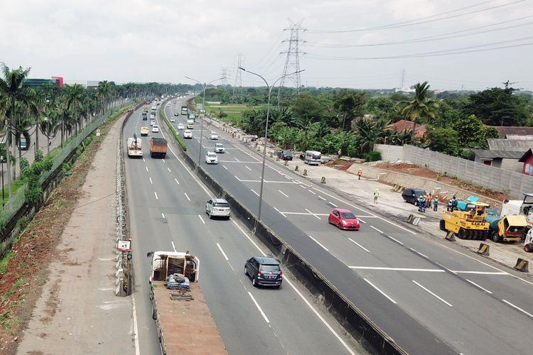 Pekerjaan penambahan kapasitas Tol Tangerang-Merak segmen Cikupa-Balaraja.