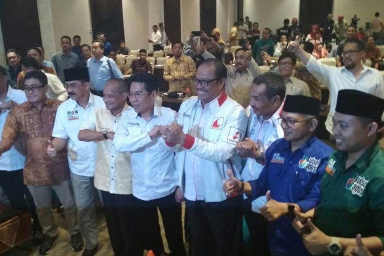 Para pendukung 4 pasangan calon gubernur dan wakil gubernur Sulsel hadir dalam penetapan kandidat Pilkada Sulsel 2018 oleh KPU Sulsel di Hotel Seraton, Makassar, Senin (12/2/2018).