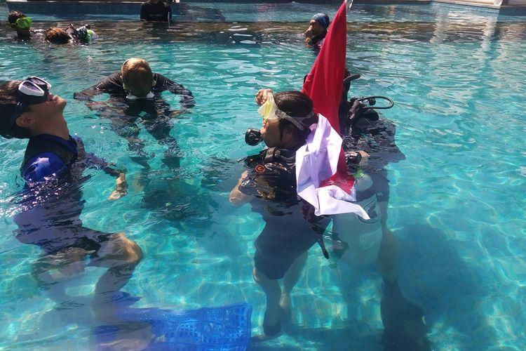 proses penyandang disabilitas simulasi di kolam