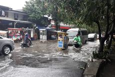 Nekat Terjang Banjir di Jalan Patra Kebon Jeruk, Sejumlah Kendaraan Mogok