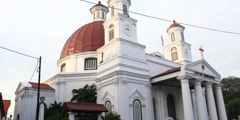 Gereja Blenduk, salah satu bangunan cagar budaya yang ada di Kota Lama Semarang. Bangunan ini selain sebagai salah satu wisata sejarah, juga masih beroprasi sebagai tempat ibadah.