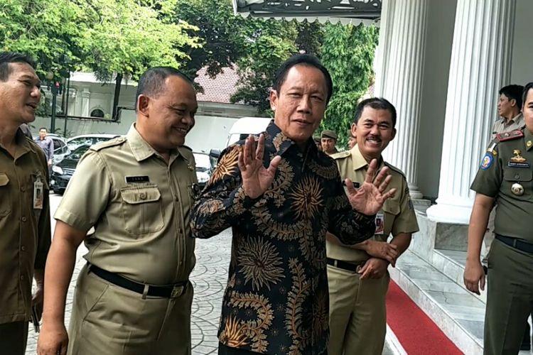 Mantan gubernur DKI Jakarta, Sutiyoso saat menyambangi Balaikota DKI Jakarta, Selasa (21/11/2017).