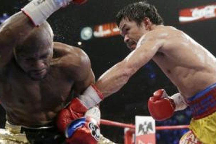 Manny Pacquiao (kanan) vs Floyd Mayweather Jr