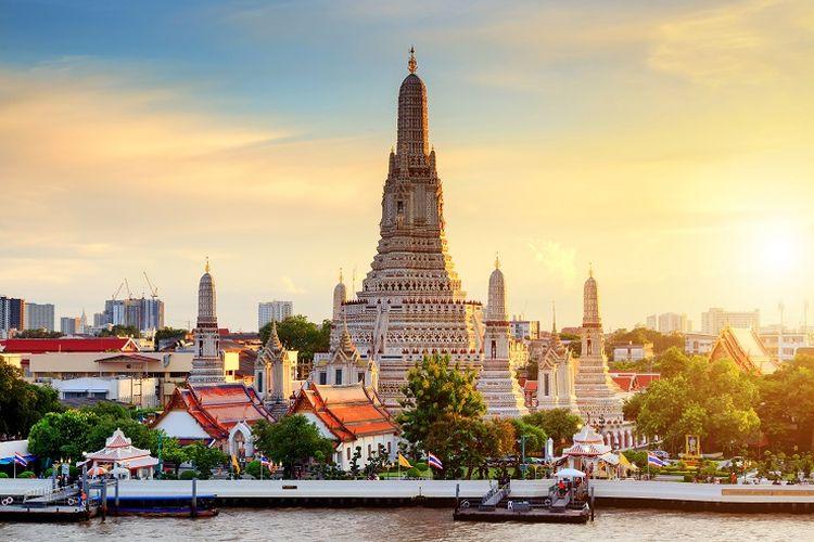 Kuil Wat Arun yang terletak di Bangkok, Thailand.