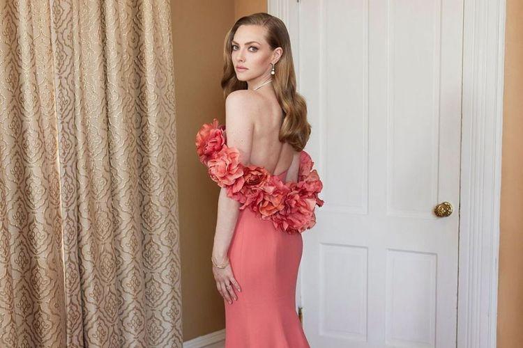 Amanda Seyfried dalam gaun Oscar de la Renta