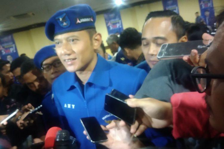 Agus Harimurti Yudhoyono (AHY) seusai mengikuti pelantikan kepengurusan Dewan Pimpinan Daerah (DPD) hingga Dewan Pimpinan Cabang (DPC) di Yogyakarta di Jogja Expo Center (JEC), Banguntapan, Bantul, Senin (9/4/2018).