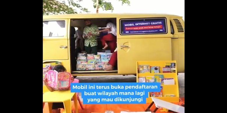 Tangkapan layar mobil VW Combi keliling desa di Yogyakarta memberikan layanan internet gratis.