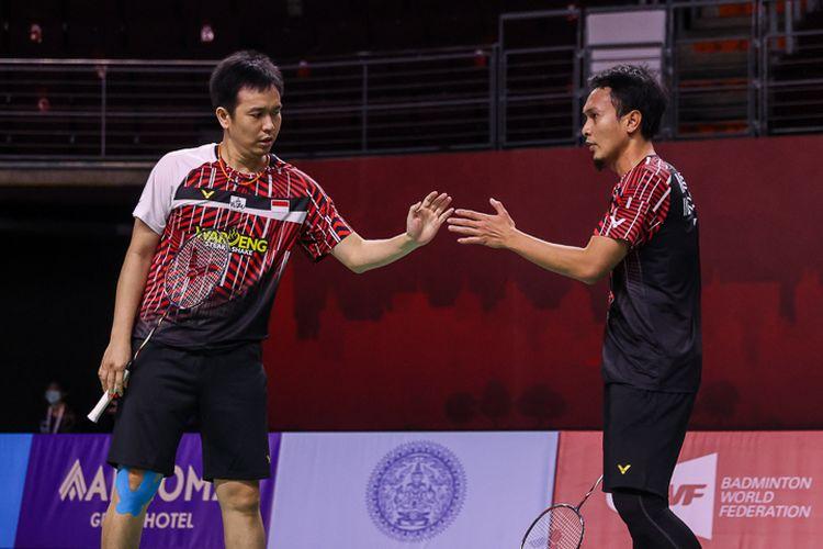 Ganda putra senior Indonesia, Mohammad Ahsan/Hendra Setiawan, beraksi dalam perempat final Thailand Open 2021, Jumat (15/1/2021).