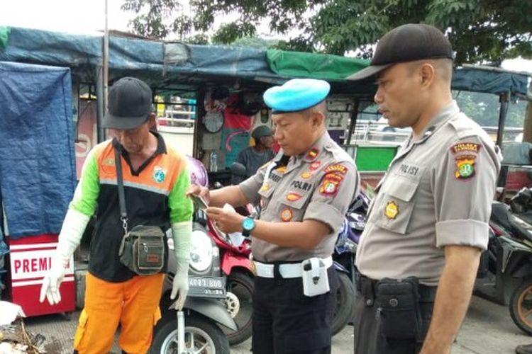 Sesosok mayat bayi ditemukan di aliran kali BKB Season City, Tambora, Jakarta Barat, pada Sabtu (28/2/2020) pagi.