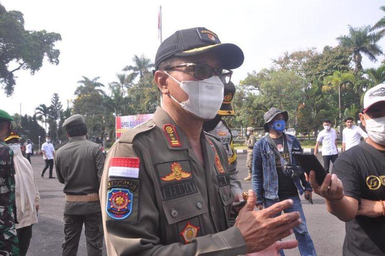 Bupati Ciamis Herdiat Sunarya saat diwawancarai terkait Apel Gelar Pasukan Operasi Ketupat 2021 di Pendopo Kabupaten Ciamis, Rabu (5/5/2021).