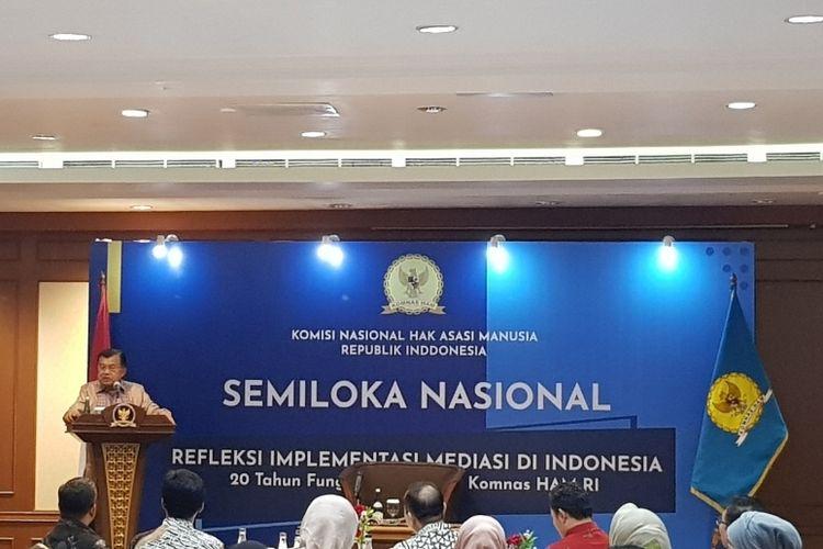 Wakil Presiden Periode 2014-2019 Jusuf Kalla saat berbicara dalam acara Semiloka Nasional Komnas HAM, di Hotel Sultan, Jakarta Pusat, Kamis (12/12/2019).