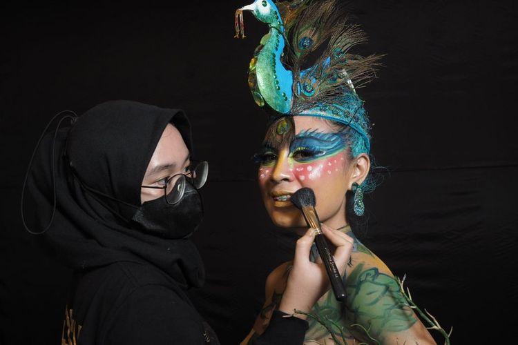 Lima siswa berkebutuhan khusus berhasil meraih penghargaan di ajang kompetisi tata rias internasional Cidesco Make Up and Body Art Competition 2021 berlangsung pada Rabu, 8 September 2021.
