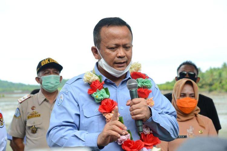 Menteri Kelautan dan Perikanan Edhy Prabowo saat berkunjung di Kecamatan Wanggarasi, Kabupaten Pohuwato. Edhy menyebut untuk perikanan tangkap, izin kapal di atas 30 GT hanya membutuhkan waktu satu jam.