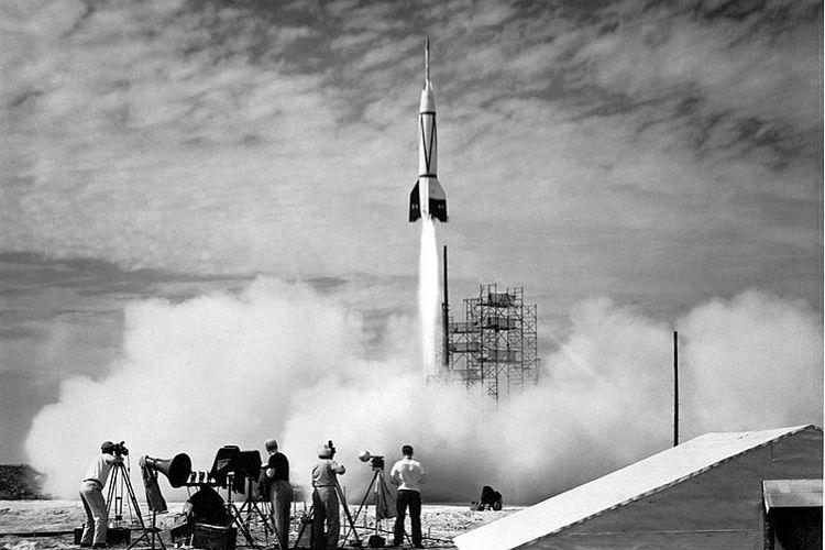 Roket Bumper-8 adalah pengembangan dari V-2 yang pertama kali diluncurkan di Cape Canaveral, Florida, AS pada 1950-an.
