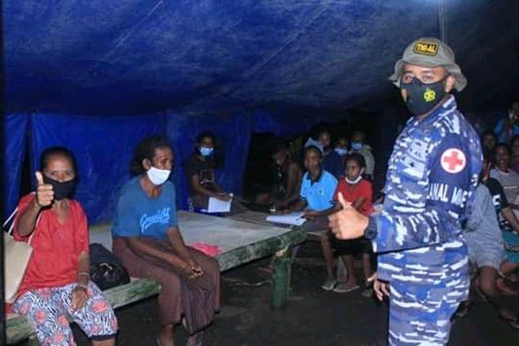 Foto : Saat para pengungsi menempati tenda-tenda darurat yang dibuat pemerintah bersama TNI dan Polisi.