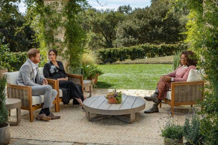 Meghan Markle dan Pangeran Harry dalam cuplikan acara bincang-bincang bersama Oprah
