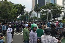 Ada Demo Tolak Omnibus Law UU Cipta Kerja, Jalan Budi Kemuliaan Macet