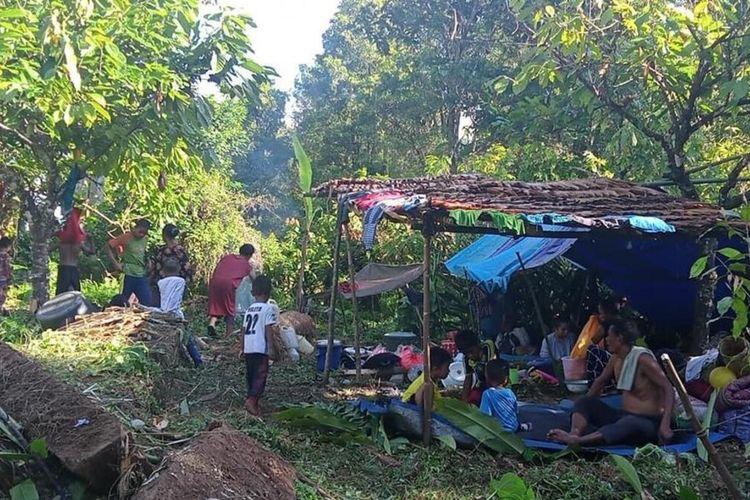 Sejumlah pengungsi korban gempa di Kecamatan Tehoru, Kabupaten Maluku Tengah masih tetap bertahan di hutan, Kamis (17/6/2021)