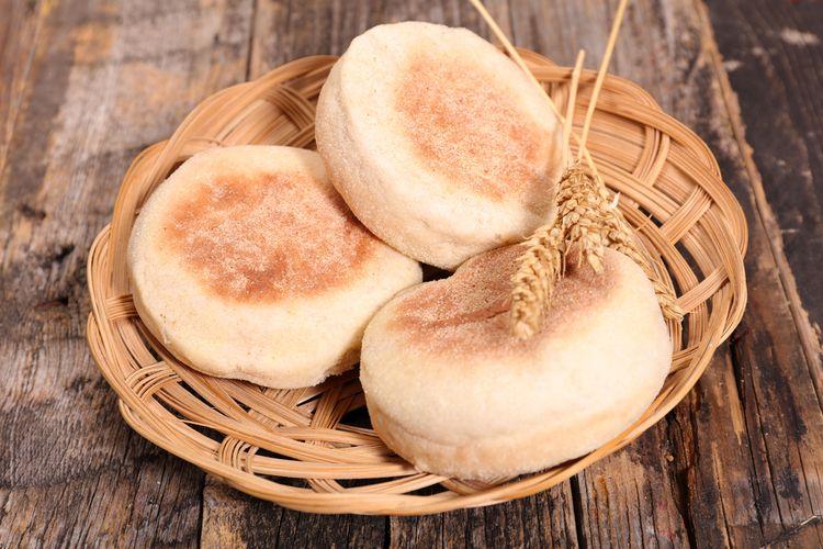 Ilustrasi English muffin, roti tanpa rasa. Biasanya dijadikan sandwich dan dimakan saat sarapan.