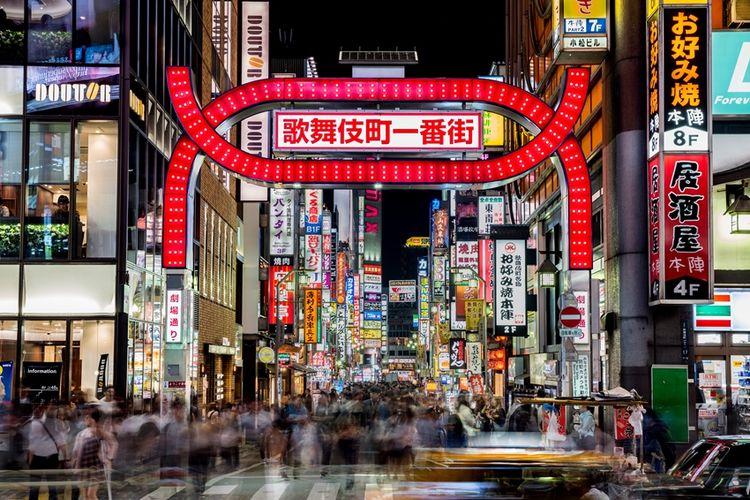 Suasana malam di Kabukicho, Shinjuku, Tokyo.