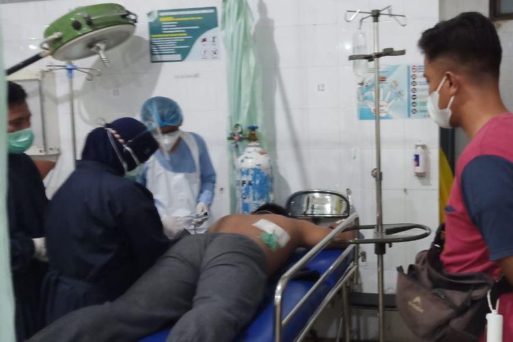 Mahasiswa Unismuh jadi korban pembusuran OTK saat menjalani perawatan Di RSU Undata Palu.