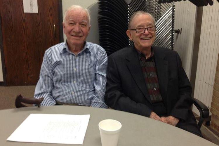 Jerry Merryman (kiri) dan Bob Biard mengisi acara TV pada Paril 2016.