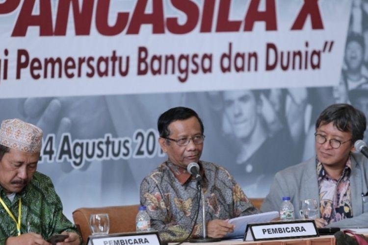 Dalam diskusi panel bertema Keselarasan Agama dengan Nilai Pancasila (23/8/2018), Komisioner Dewan Pengarah Badan Pembinaan Ideologi Pancasila (BPIB), Prof Mahfud MD menegaskan Indonesia bukanlah negara agama dan juga bukan negara sekuler.