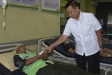 Gubernur Bali Jenguk Warga yang Keracunan Makanan Saat Melasti