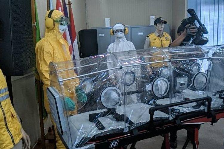 Transport Kapsul dan baju evakuasi untuk korban terinfeksi virus Corona di Kantor Kesehatan Pelabuhan KKP Bandara Soekarno-Hatta Senin (27/1/2020)