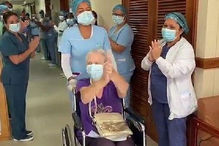Perempuan Inggris berusia 85 tahun ini mendapat sorakan dan tepuk tangan dari seluruh staf rumah sakit setelah dinyatakan sembuh dari virus corona.