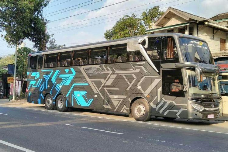 Potret bus dengan bodi UHD bersasis tronton
