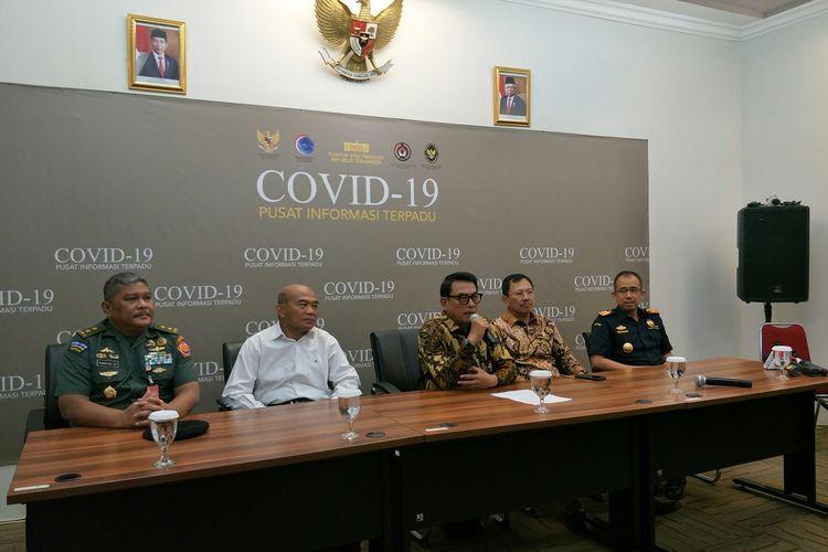 Kepala KSP Moeldoko, Menko PMK Muhadjir effendy, Menkes Terawa Agus Putranto memberikam keterangan usai rapat soal virus corona di KSP