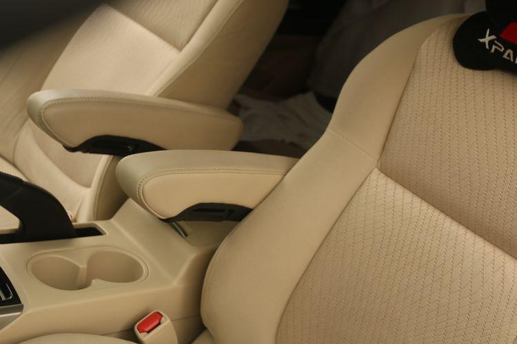 Interior Mitsubishi Xpander milik Gilang telah menggunakan arm rest pada jok depan.