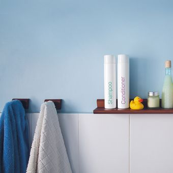 Ilustrasi rak penyimpanan di kamar mandi
