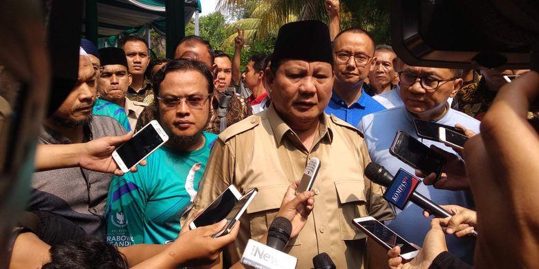 Calon presiden Prabowo Subianto dalam deklarasi Relawan Rhoma for PAS di Kantor Soneta Group, Depok, Minggu (28/10/2018).