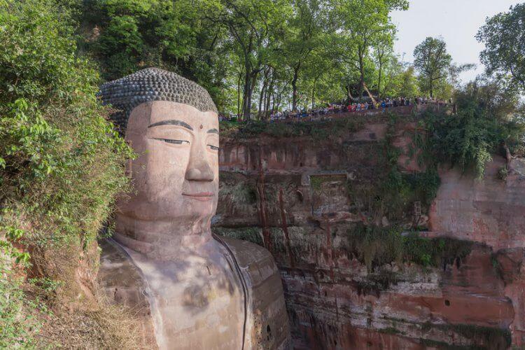 Patung Buddha raksasa di China bernama Buddha Leshan . (Dok. Travel Wire Asia)