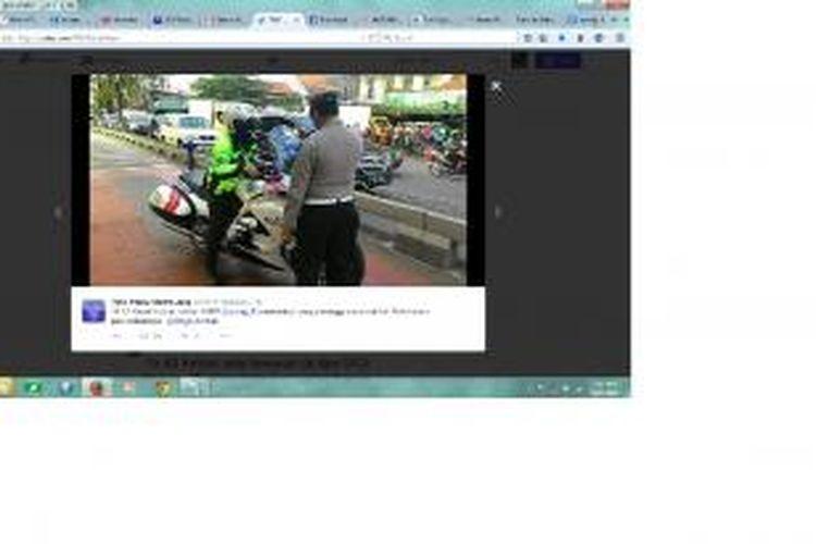 Seorang pria pengendara motor gede (moge) yang beratribut polisi ditilang di Jalan Panjang, Kebon Jeruk, Jakarta Barat, Jumat (29/5/2015).