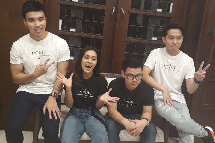Band Eclat, yang mengawali karier mereka di YouTube, merilis singel pertama karya sendiri di kawasan Menteng, Jakarta Selatan, Jumat (28/7/2017).