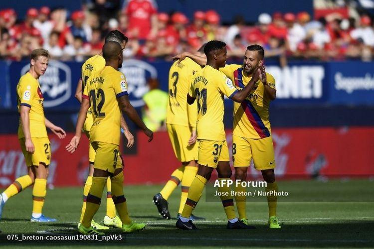 Ansu Fati merayakan goalnya ke Osasuna. Gol tersebut menjadikan dirinya pencetak gol termuda dalam sejarah  Barcelona.
