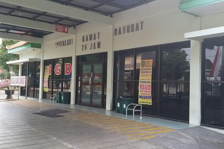 DIBUKA—Ruang pelayanan instalasi gawat darurat (IGD) RSUD Sogaten Kota Madiun dibuka kembali setelah ditutup 12 jam untuk sterilisasi menyusul satu dokter yang bertugas positif terpapar corona, Rabu (5/8/2020).