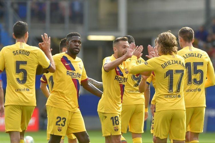 Antoine Griezmann merayakan gol bersama rekan-rekannya pada pertandigan Eibar vs Barcelona dalam lanjutan La Liga Spanyol di Stadion Ipurua, 19 Oktober 2019.