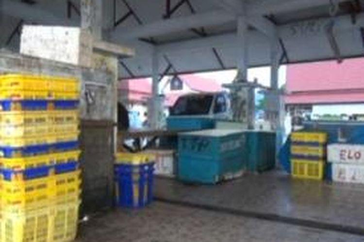 TPI Mamuju, Sulawesi Barat, tak beraktivitas lebih dari sepekan akibat cuaca buruk. Gambar diambil Jumat (7/2/2014).