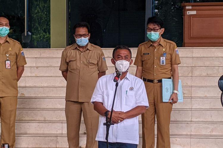 Ketua DPRD DKI Jakarta Prasetyo Edi Marsudi (baju putih) di Gedung DPRD DKI Jakarta Kebon Sirih, Jakarta Pusat, Senin (4/1/2020)