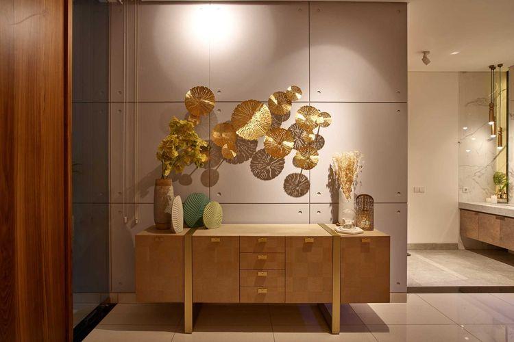 Penyatuan desain ekspresif dengan unsur seni menghasilkan interior yang mewah dan elegan