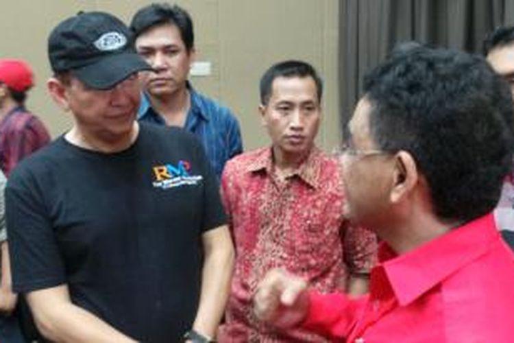Relawan Jokowi yang dikomandoi aktor Roy Marten hadir dalam acara rapat kerja nasional (rakernas) III PDI Perjuangan, Jumat (6/9/2013).