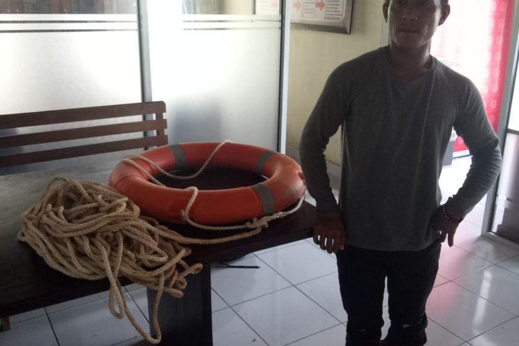 Kapten kapal terbalik, Suhadak (35) yang menewaskan dua wisatawan asing di perairan sebelah barat Devil Tear,Nusa Lembongan, KabupatenKlungkung,Bali, pada Senin (16/9/2019) lalu.