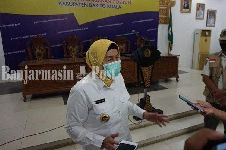 Bupati Barito Kuala (Batola), Kalsel, Hj Noormiliyani, saat menyampaikan keputusan menghentikan kerja sama dengan BPJS Kesehatan terkait kasus bayi jantung bocor, Rabu (10/6/2020).