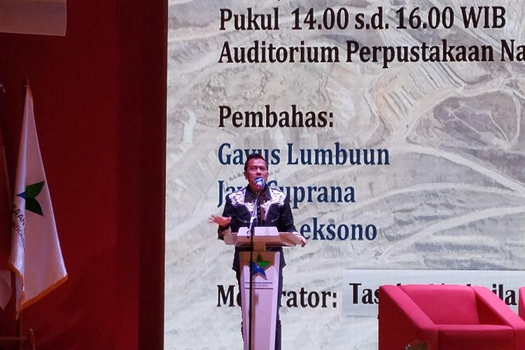 Mantan Presiden Direktur PT. Freeport Indonesia, Chappy Hakim memberikam sambutan ketika peluncuran bukunya berjudul Freeport di Auditorium Perpustakaan Nasional, Jakarta, Senin (28/10/2019).