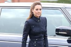 Cantik, Kate Middleton Tampil dengan Baju Bergaya Militer